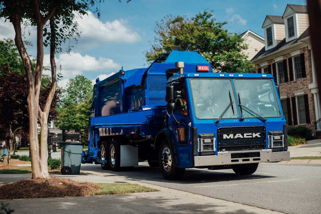 fully electric Mack LR refuse model equipped with an integrated Mack electric drivetrain, commercial electric vehicles for specific use
