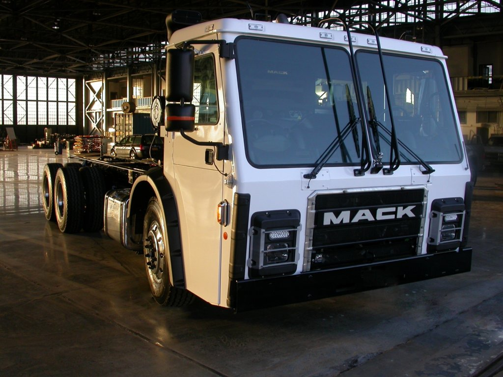 fully electric Mack LR refuse model equipped with an integrated Mack electric drivetrain, Mack electric lr model refuse truck