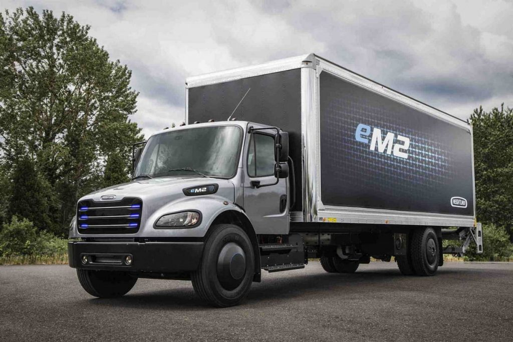 Freightliner eM2 - Daimler Trucks North America