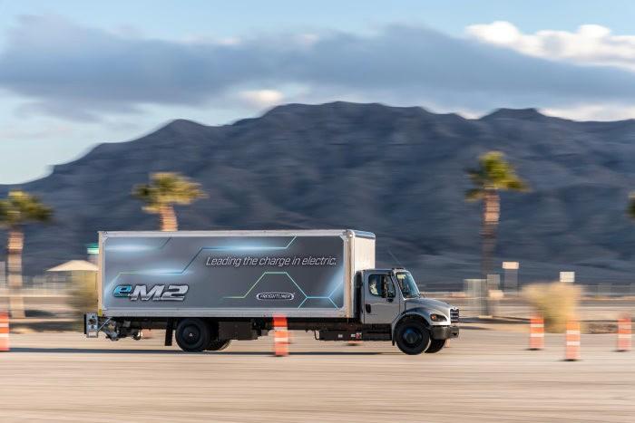 Freightliner eM2 moving
