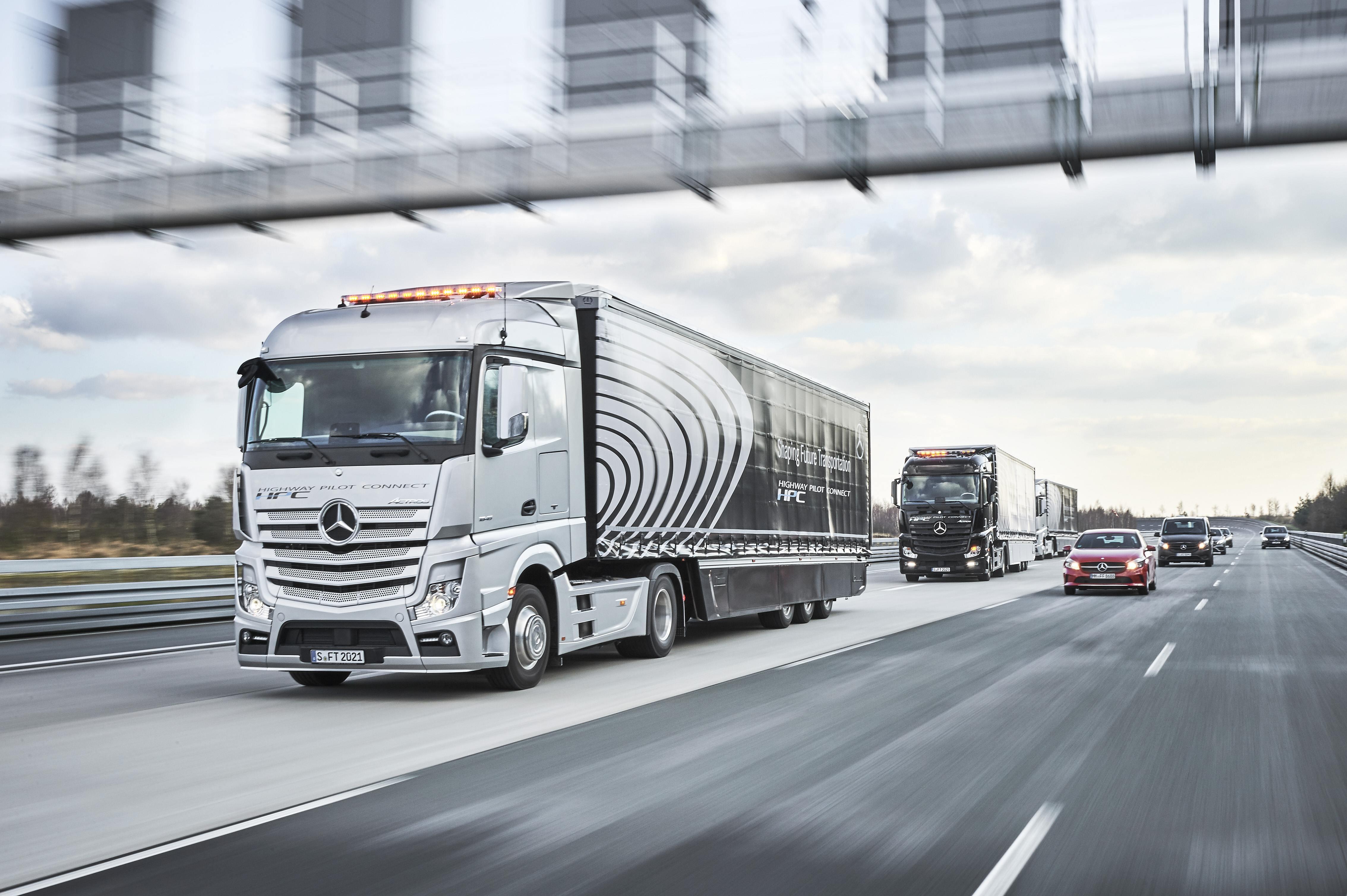 Daimler Autonomous Truck Platoon on Highways next to cars