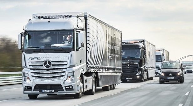 Daimler Autonomous Truck Platoon driving next to cars