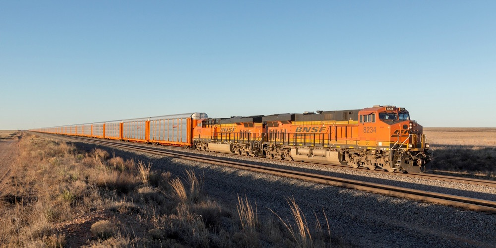BNSF Railway Locomotive Train, BNSF aims to improve network velocity through $500 million in capital projects this year