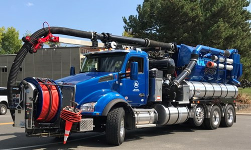 City of Kirkland - Blue Kenworth T880, City Using Vacuum Trucks for Flooding